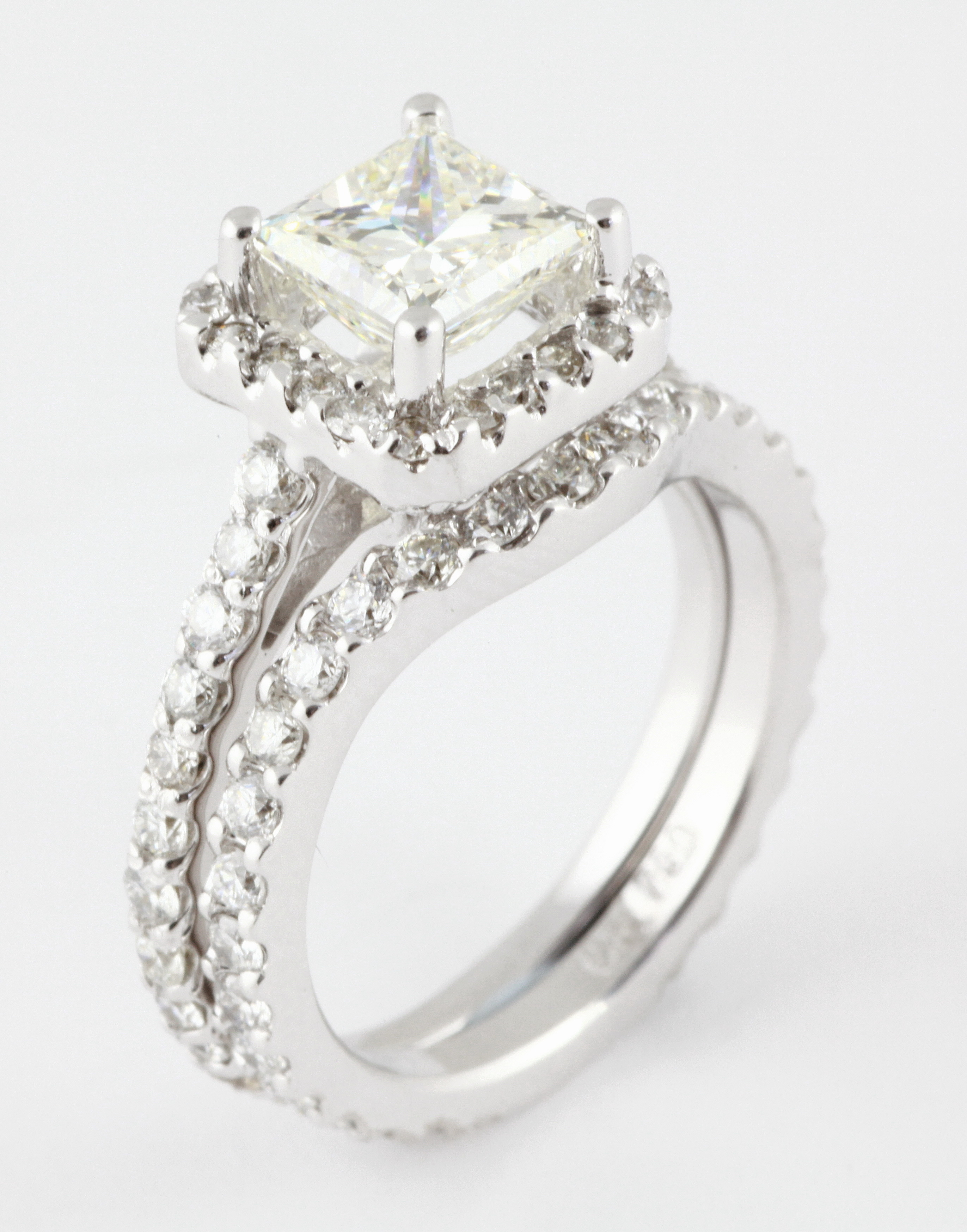 ... -princess-cut-engagement-ring-with-matching-fitted-wedding-band.jpg